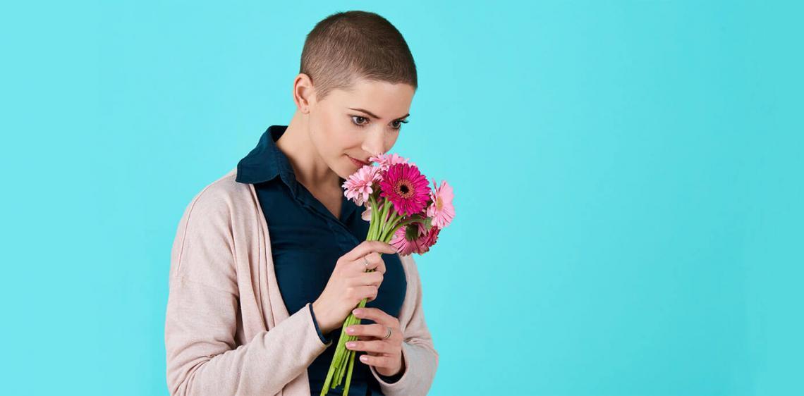 Γυναίκα που πάσχει από Καρκίνο | ΦΑΡΜΑΣΕΡΒ - ΛΙΛΛΥ